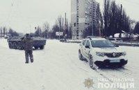 В Киеве привлекли БТРы для вытягивания автомобилей из снега