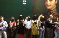 """В """"Мистецьком Арсенале"""" художники закрыли лица черными квадратами"""
