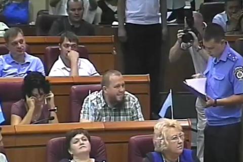 Відомому криворізькому депутатові висунули підозру на сесії