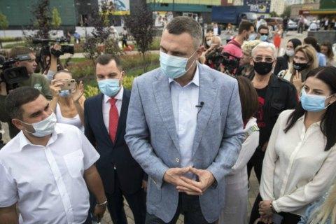 Кличко відкрив на київській Оболоні сквер з фонтаном