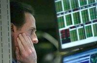 Евро упал при закрытии межбанка