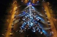 Рекордную елку из автомобилей создали в Запорожье