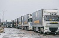 В грузовиках с гумпомощью Ахметова нашли запрещенные предметы