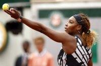"""На Roland Garros Cерена Уильямс вышла на корт в куртке с надписями """"Мать, королева, чемпионка, богиня"""""""