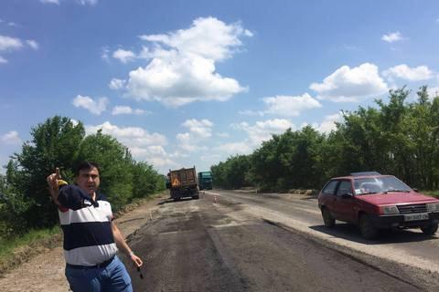 Саакашвили перенесет рабочий кабинет на трассу Одесса-Рени