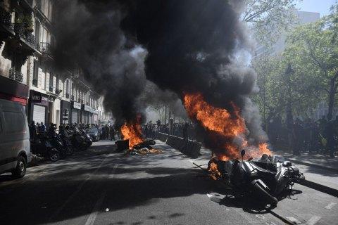 """В Париже возобновились столкновения на акции """"желтых жилетов"""""""