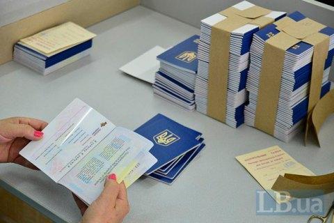 """Поліграфкомбінат """"Україна"""" запустив нову лінію для друку біометричних закордонних паспортів"""