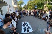 """Київські фотокори вийшли на акцію протесту через побиття журналіста """"Букв"""""""
