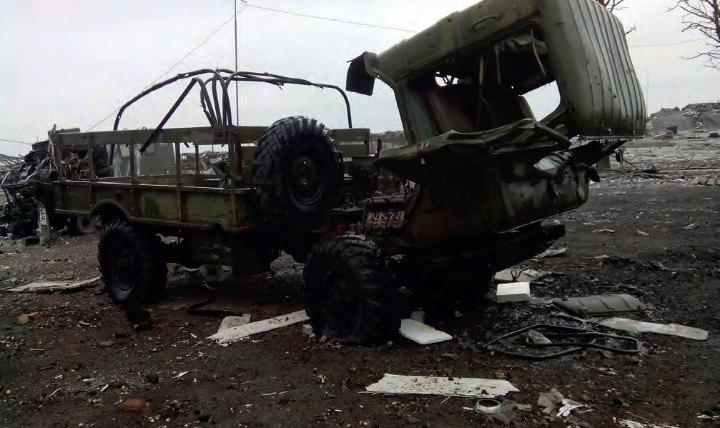 Розбита техніка на дорогах Донбасу у 2014 році