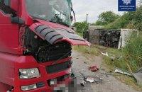 На Київщині трапилася аварія з пасажирським автобусом, фурою і легковиком, є загиблий та поранені
