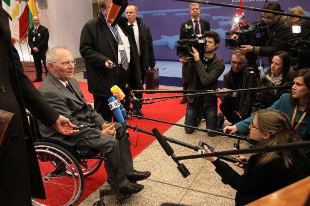 Вольфганг Шойбле угрожает оставить Грецию без денег