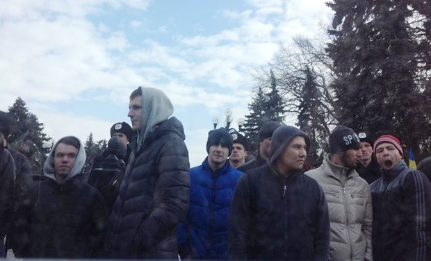 Участники митинга за евроинтерграцию
