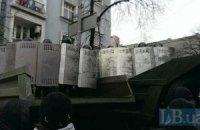 Міліція побудувала двометровий блокпост на підході до ВР