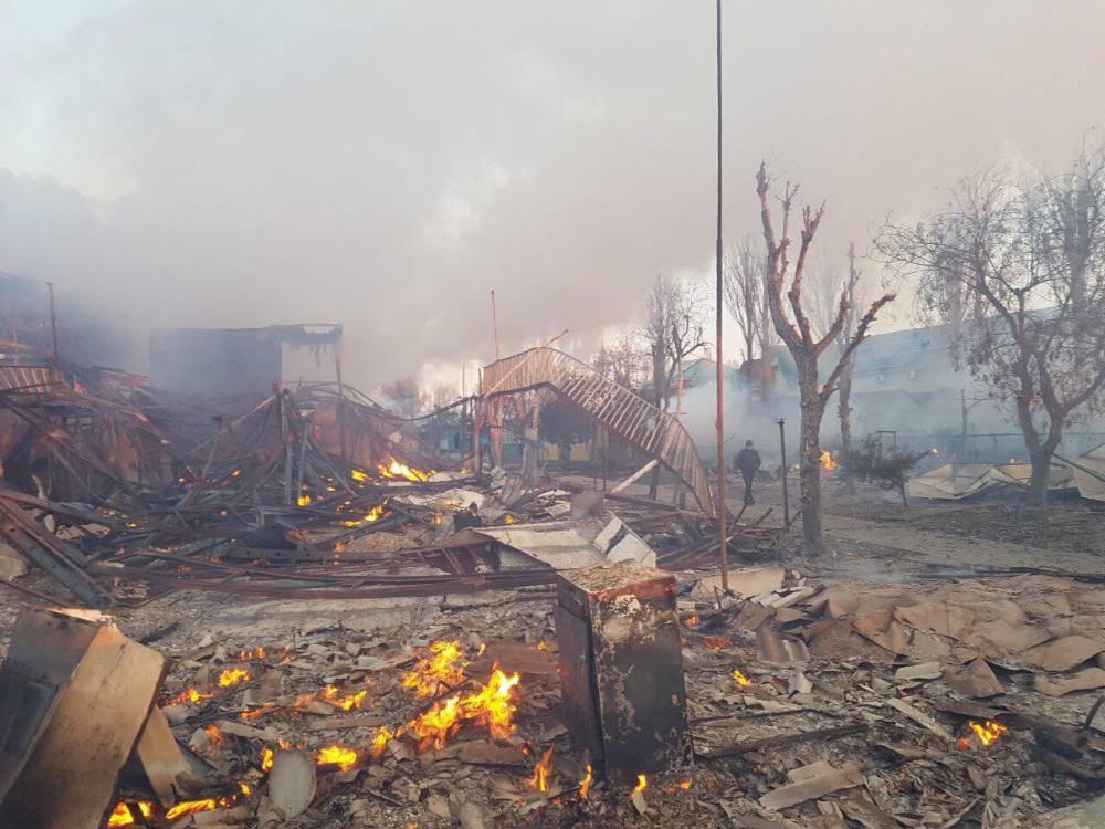 За одну ночь в Затоке сгорели около 20 построек баз отдыха