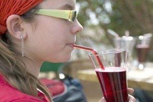 Британців зобов'яжуть платити податок на масну їжу та газовану воду