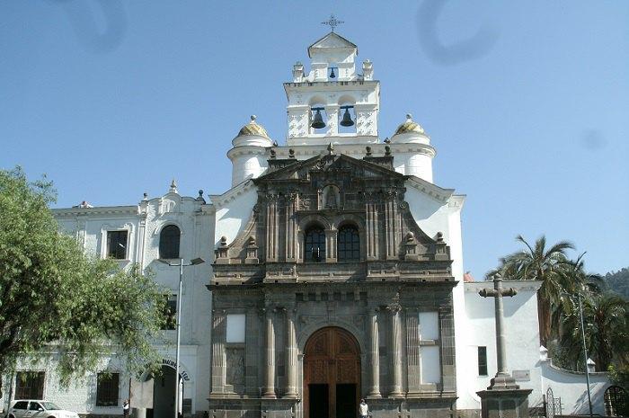 Помолившись у цьому храмі в Кіто (Еквадор), Франциско де Орельяна вирушив відкривати Амазонію