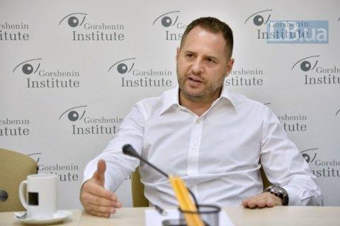 Помощник Зеленского заявил о планах провести голосование на Донбассе осенью вместе с очередными местными выборами