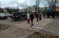 Жители киевских Березняков перекрыли улицу из-за очередного строительства (обновлено, добавлены фото)