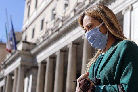 Італія скасовує вимогу носити маски на вулиці