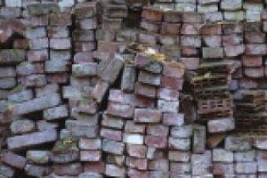 В Киеве на человека рухнула стена дома (обновлено)