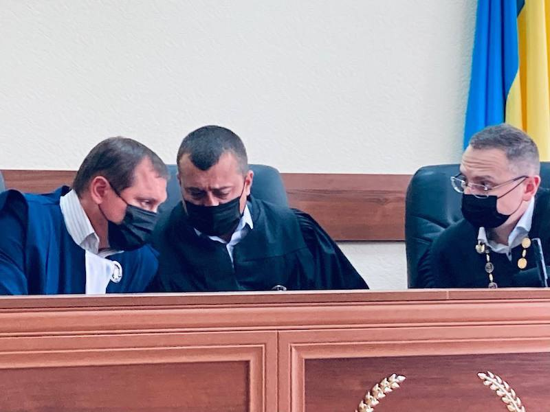 Судді Володимир Бугіль, Павло Слободянюк та Євген Мартинов