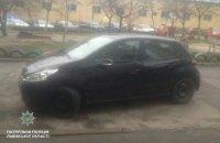 Жительница Львова прокатила патрульного полкилометра на капоте