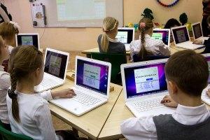 Китай пожертвовал украинским школам 16 тысяч компьютеров