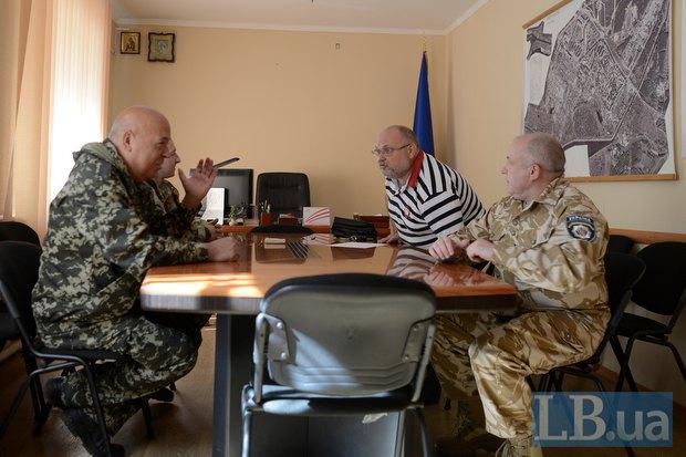 Владимир Тюрин - второй справа