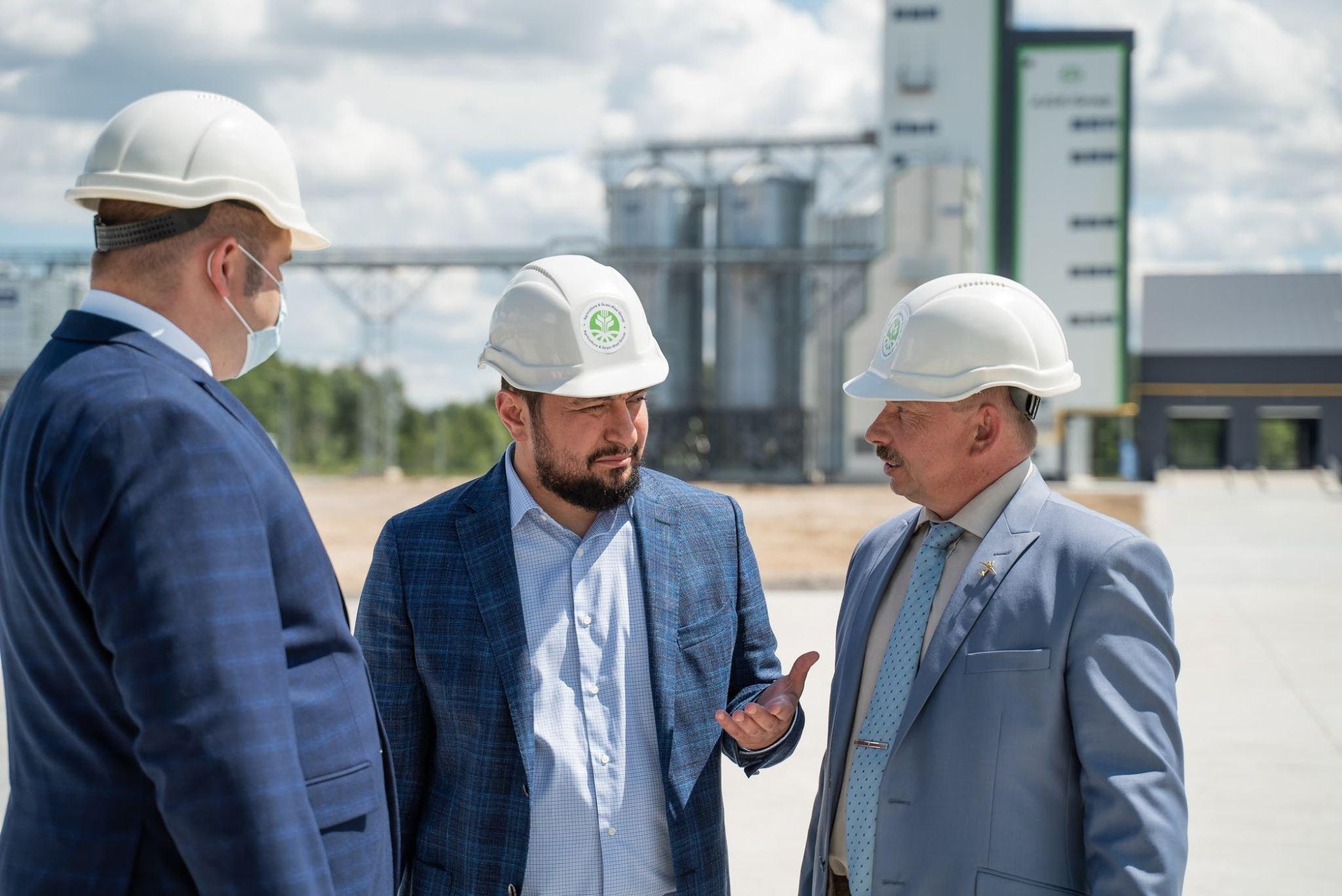 Мисак Хидирян перед открытием элеваторного комплекса в г. Середина-Буда, Сумской области