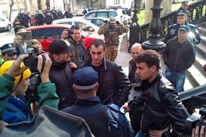 """В Одесі активісти затримали і передали міліції 30 місцевих """"поліцейських"""""""