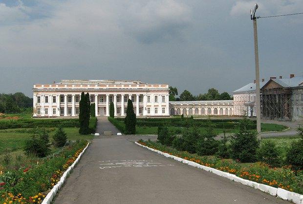 Боковой фасад дворца княгини Щербатовой в Немирове