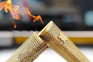 Олимпийский факел взорвался в руках школьницы