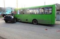 При столкновении автомобиля с маршруткой в Балаклее погибли два человека