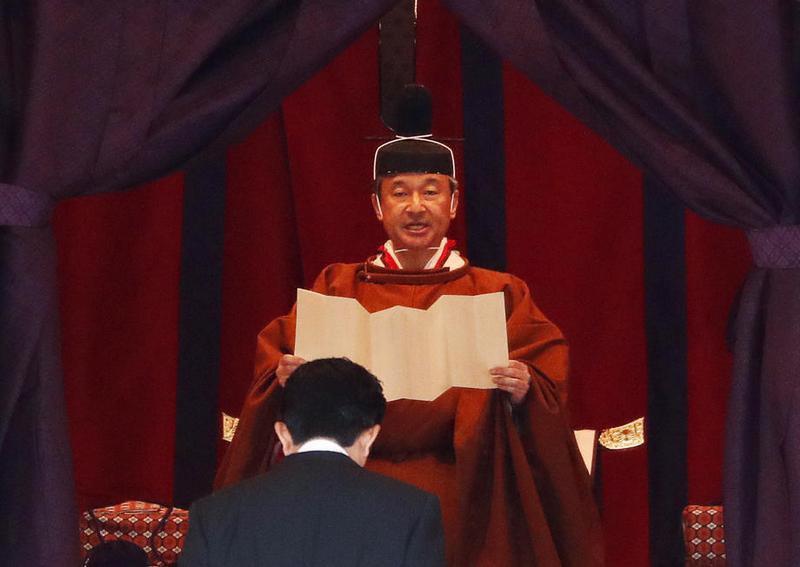 Імператор Нарухіто оголошує про сходження на престол