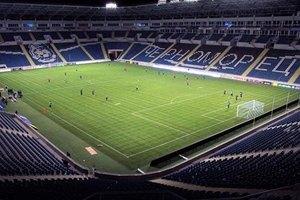Перед матчем сборной Украины поле спрятали