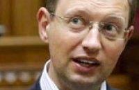 Яценюк просит суд рассудить его с Ужгородским горсоветом
