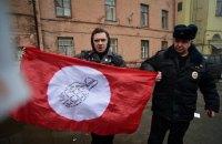 В Петербурге консульство Украины закидали яйцами и файерами