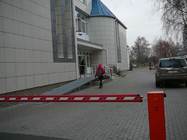 Шлагбауми для автомобілів Азарова