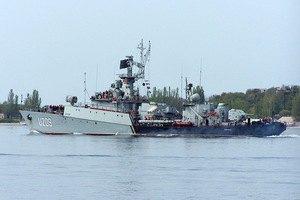 """Російські військові закидують бойовими гранатами територію навколо корвета """"Тернопіль"""" у Севастополі"""