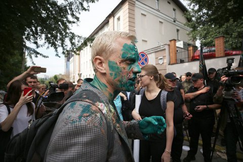 Поліція затримала чоловіка, який облив Шабуніна зеленкою
