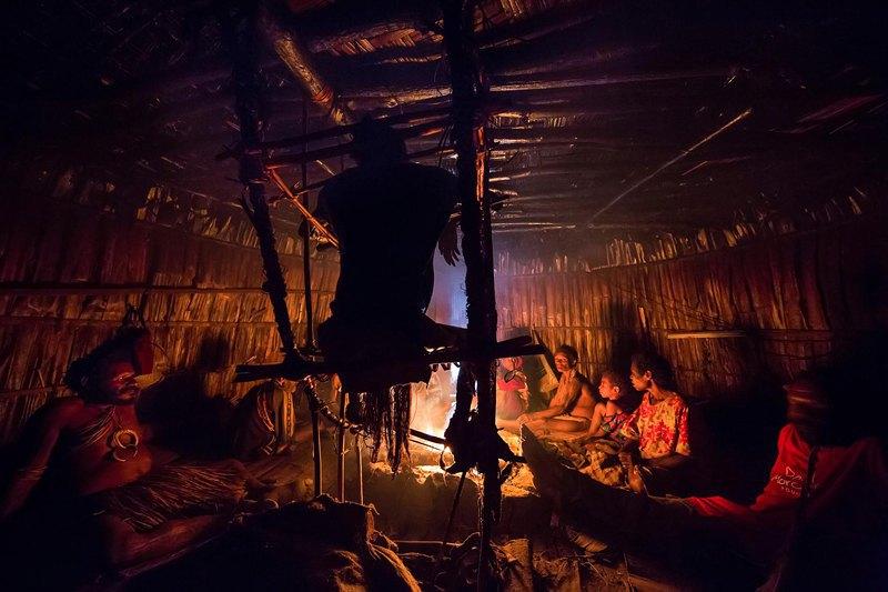 Каждую ночь в течение всего процесса мумификации члены семьи Гемтасу собираются возле огня, рассказывая истории и любимые шутки Гемтасу. Иногда все умолкают, предполагая , что смогут услышать его смех.