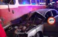 В центре Киева трамвай сошел с рельсов после столкновения с авто нардепа, - СМИ