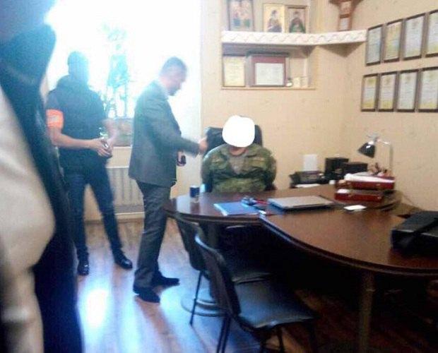 Начальника клініки психіатрії головного військового госпіталю Міноборони затримали нахабарі