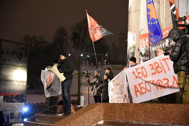 ВКиеве полицейские задержали молодых людей, кидающихся снежками— Серьезная угроза