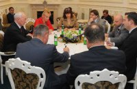 Азаров заверил главу миссии МВФ в способности Украины рассчитаться по долгам