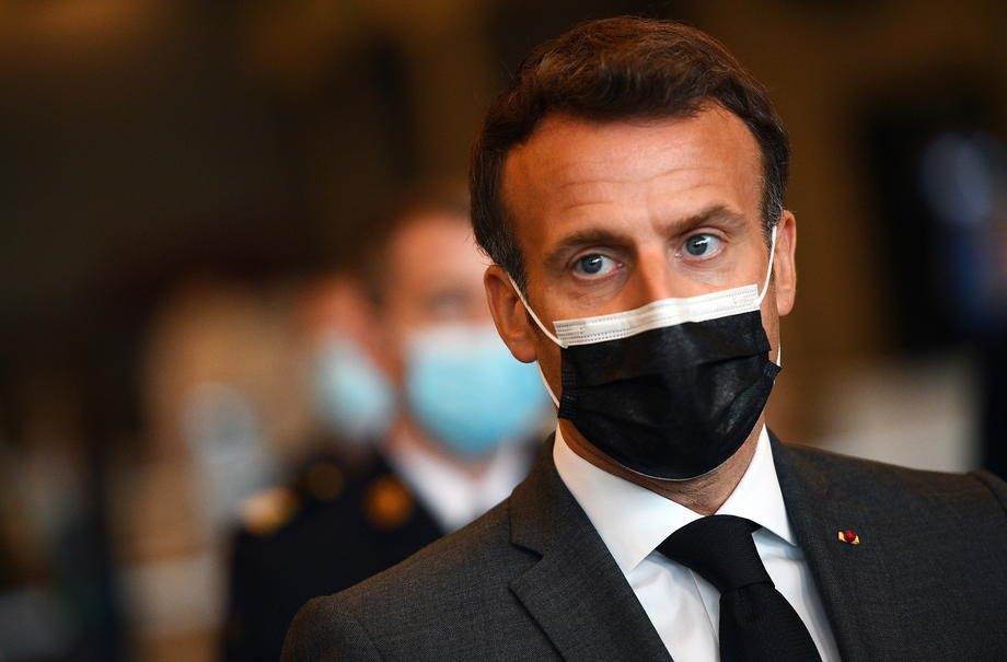 Емманюель Макрон під час відвідин центру вакцинації проти COVID-19 у Парижі, 6 травня 2021 р.