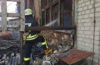 У Києві через мангал виникла масштабна пожежа на складі