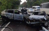 На Старообуховской трассе в Киеве столкнулись три автомобиля, три человека сгорели