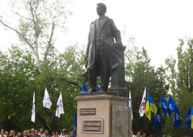 Жители Новой Каховки не знают, какое отношение к их городу имеет великий украинский режиссер