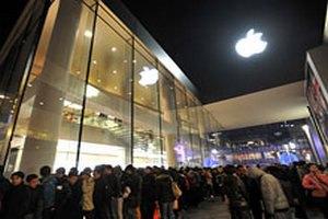 В Китае приостановили продажу iPhone 4S, чтобы давка не переросла в беспорядки
